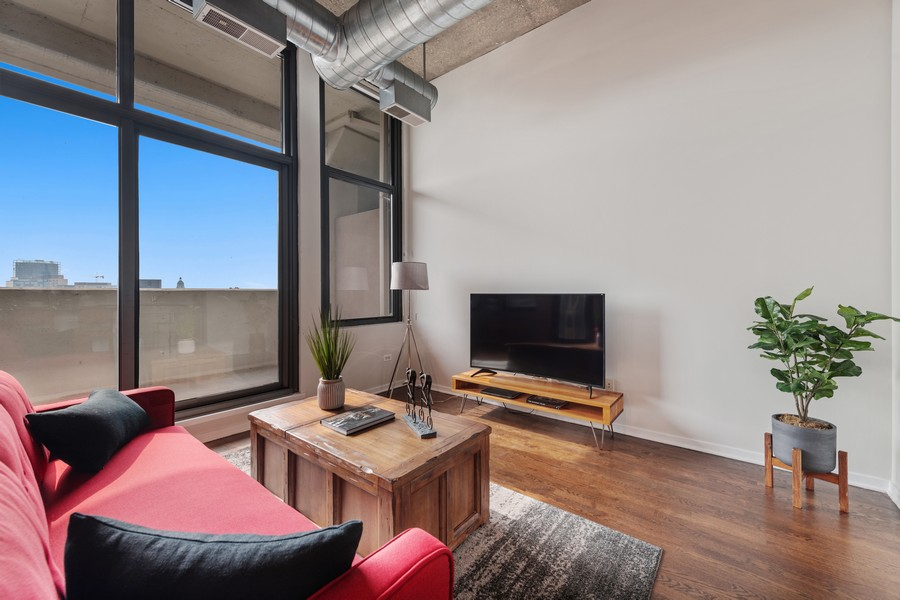 Real Estate Photography - 900 N Kingsbury St, Unit 820, Chicago, IL, 60610 - Living Room