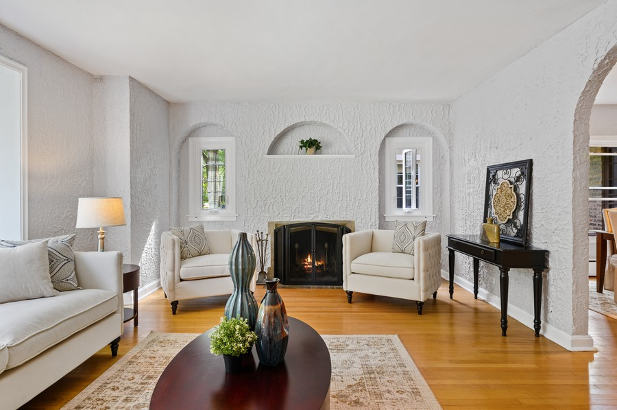 Real Estate Photography - 139 Prairie, Wilmette, IL, 60091 - Living Room