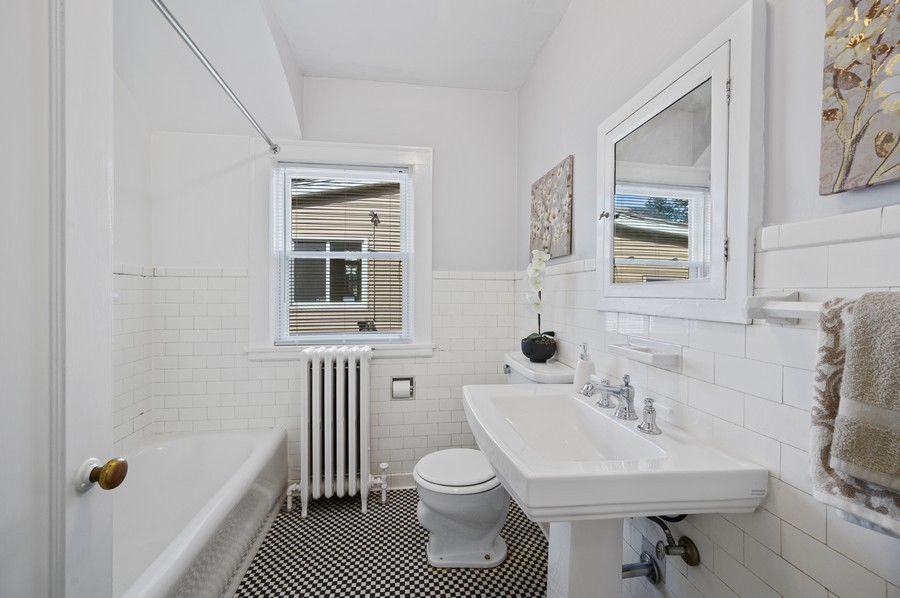Real Estate Photography - 139 Prairie, Wilmette, IL, 60091 - Bathroom