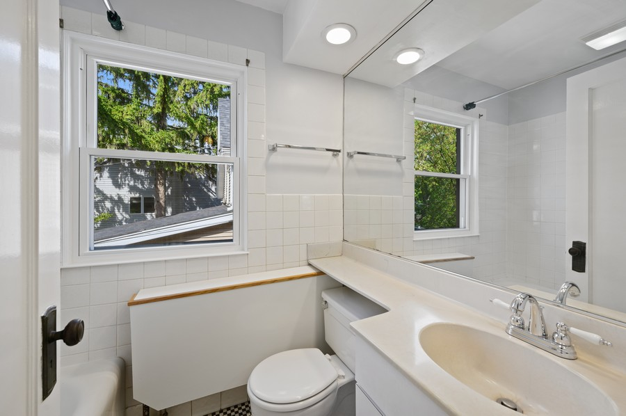 Real Estate Photography - 139 Prairie, Wilmette, IL, 60091 - 2nd Bathroom