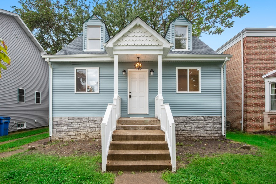 Real Estate Photography - 10324 S SAWYER AVENUE, CHICAGO, IL, 60655 - Front View
