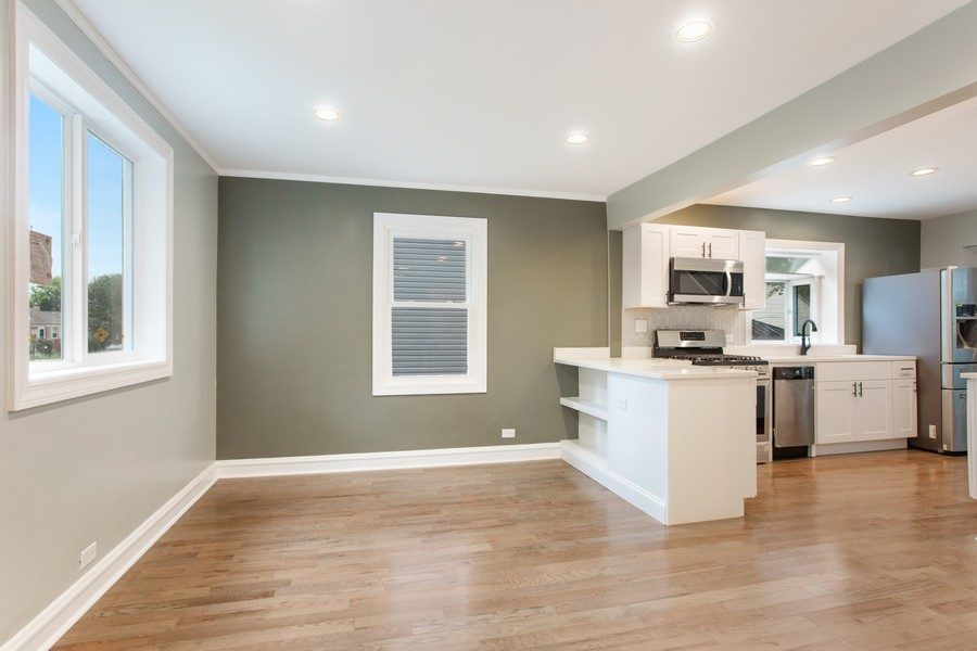 Real Estate Photography - 10324 S SAWYER AVENUE, CHICAGO, IL, 60655 - Dining Area