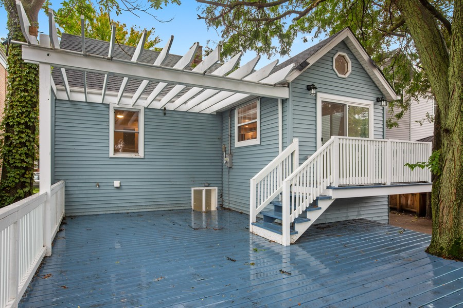 Real Estate Photography - 10324 S SAWYER AVENUE, CHICAGO, IL, 60655 - Deck