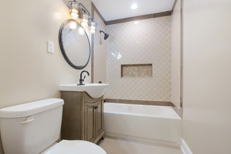 Real Estate Photography - 10324 S SAWYER AVENUE, CHICAGO, IL, 60655 - Bathroom