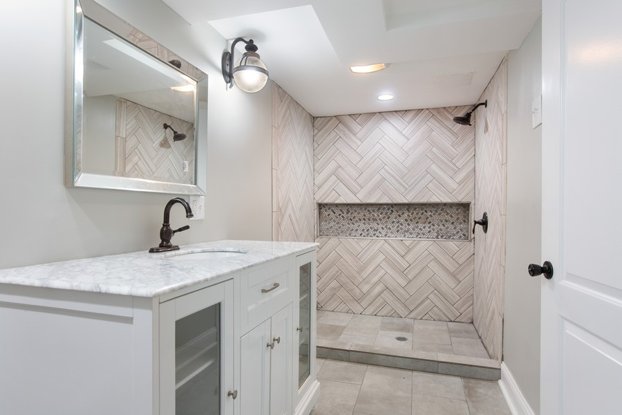 Real Estate Photography - 10324 S SAWYER AVENUE, CHICAGO, IL, 60655 - 2nd Bathroom