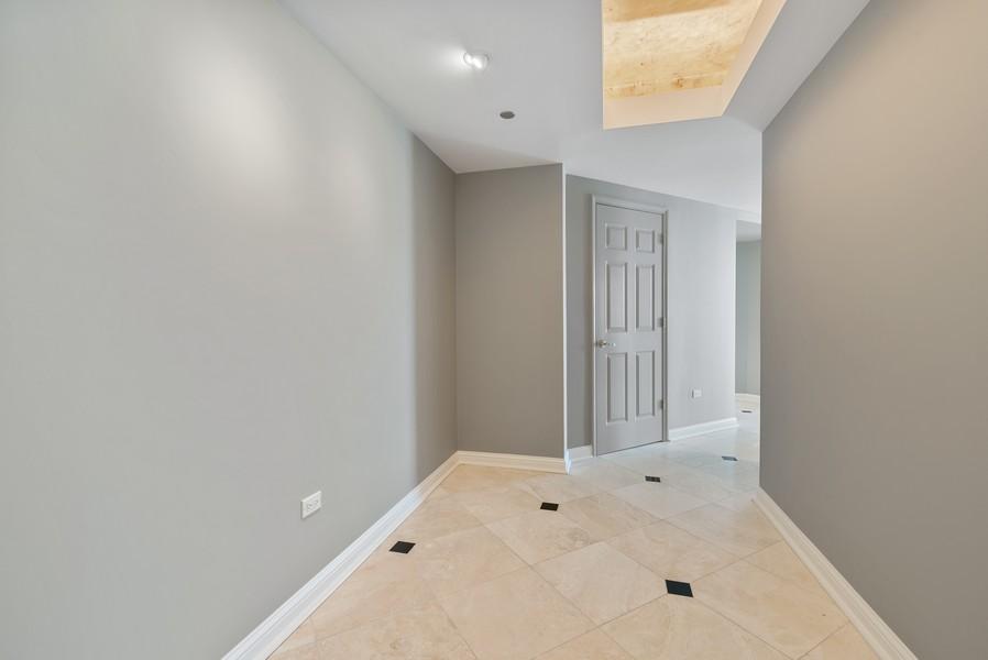 Real Estate Photography - 25 E Superior St, Unit 3605, Chicago, IL, 60611 - Foyer