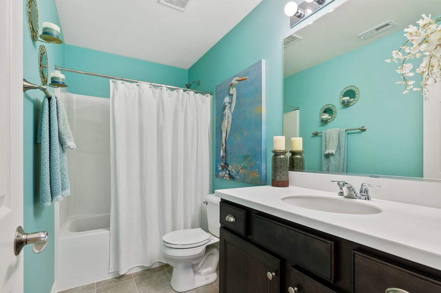 Real Estate Photography - 48 S Cornerstone, Volo, IL, 60020 - 2nd Bathroom