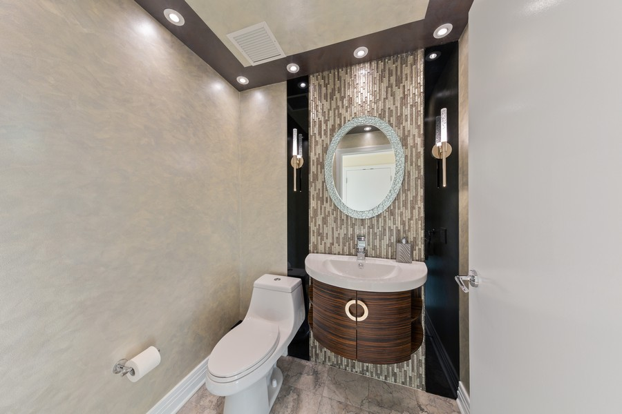 Real Estate Photography - 600 N Lake Shore Dr, Unit 3501, Chicago, IL, 60611 - 2nd Bathroom
