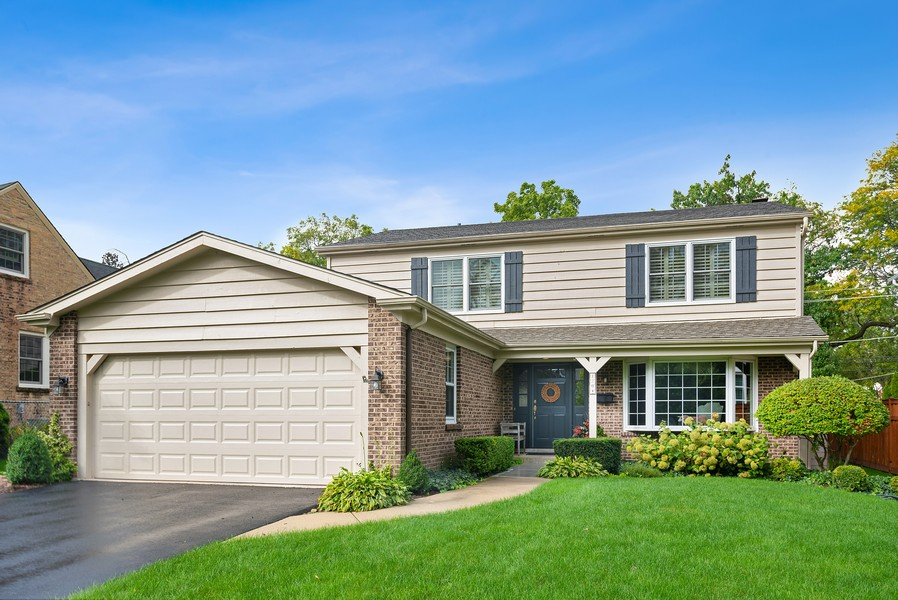 Real Estate Photography - 1204 Raleigh Road, Glenview, IL, 60025 - Exterior