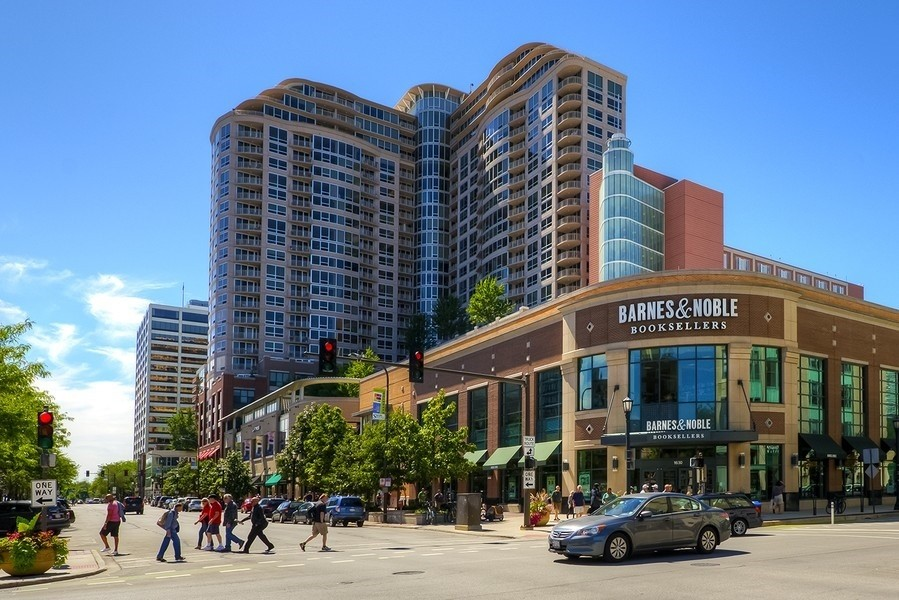 Real Estate Photography - 807 Davis Street, 504, Evanston, IL, 60201 - Sherman Plaza--Retail Space