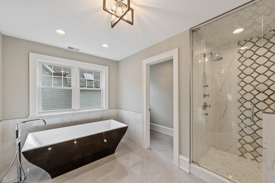 Real Estate Photography - 5341 Lawn Ave, Western Springs, IL, 60558 - Master Bathroom