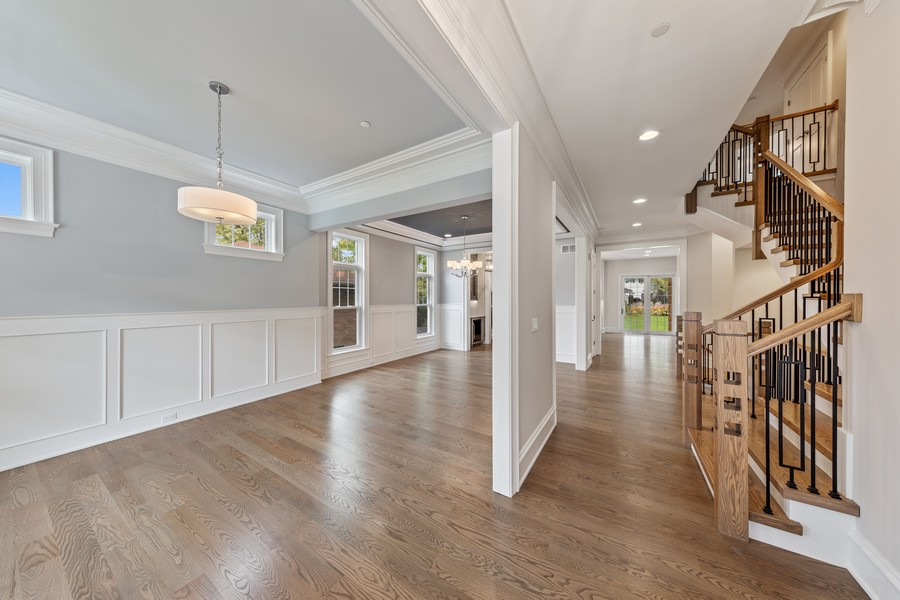 Real Estate Photography - 5341 Lawn Ave, Western Springs, IL, 60558 - Foyer