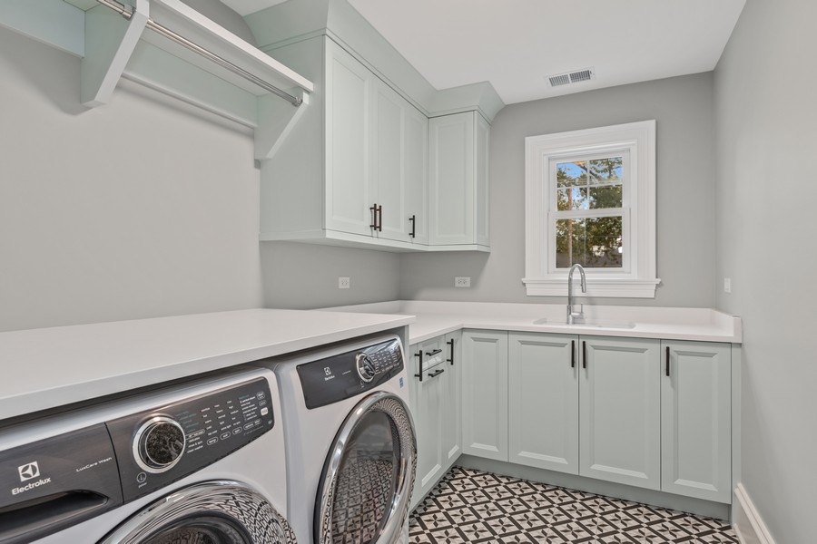 Real Estate Photography - 5341 Lawn Ave, Western Springs, IL, 60558 - Laundry Room