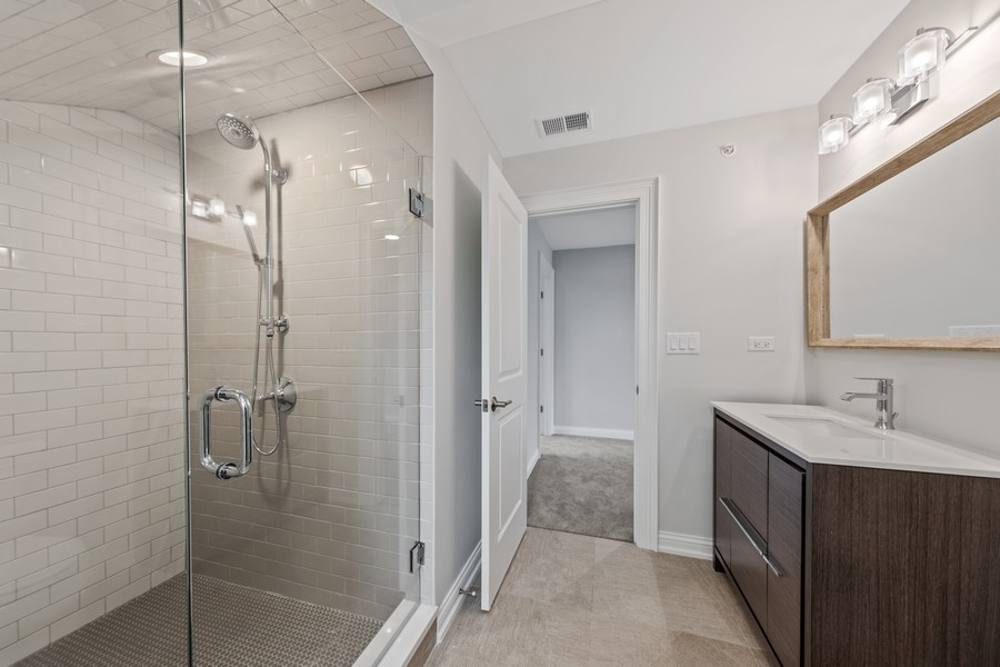 Real Estate Photography - 5341 Lawn Ave, Western Springs, IL, 60558 - 2nd Bathroom