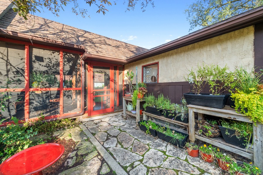 Real Estate Photography - 0S480 S Poplar Ave, Elmhurst, IL, 60126 - Entrance