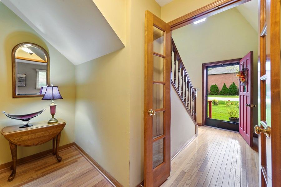 Real Estate Photography - 0S480 S Poplar Ave, Elmhurst, IL, 60126 - Foyer