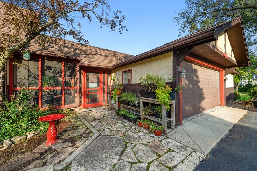 Real Estate Photography - 0S480 S Poplar Ave, Elmhurst, IL, 60126 - Garage