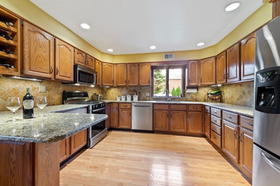 Real Estate Photography - 0S480 S Poplar Ave, Elmhurst, IL, 60126 - Kitchen