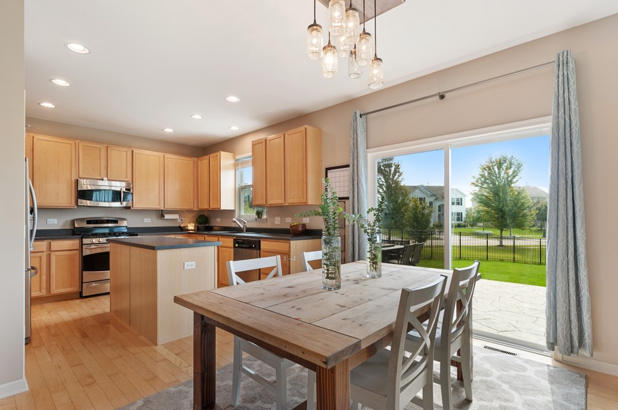 Real Estate Photography - 290 Bedford, Volo, IL, 60073 - Kitchen / Breakfast Room