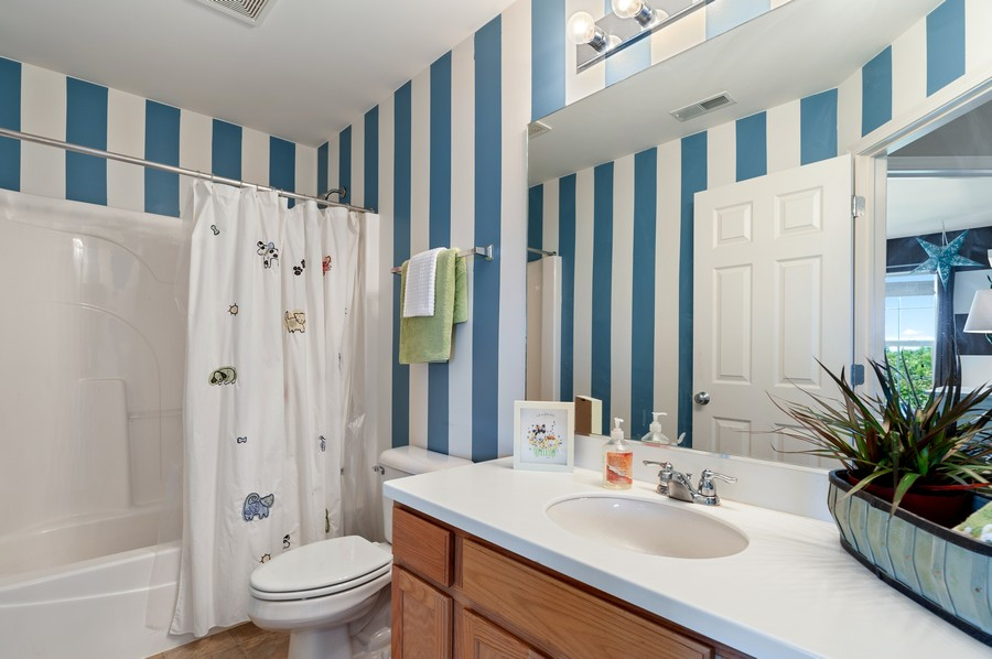 Real Estate Photography - 290 Bedford, Volo, IL, 60073 - 2nd Bathroom