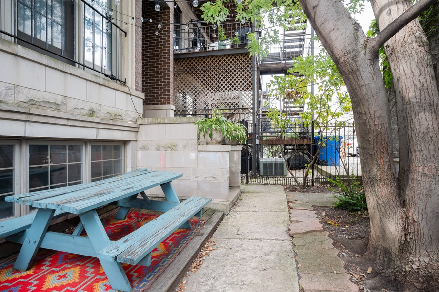 Real Estate Photography - 847 N Hermitage, Unit B, Chicago, IL, 60622 - Patio