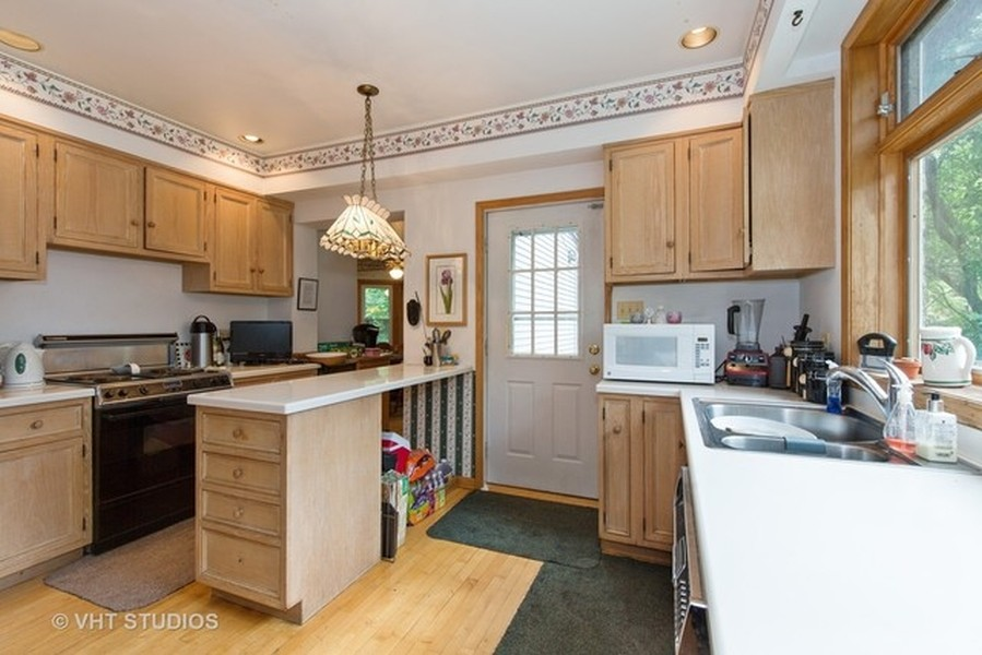 Real Estate Photography - 3811 N Kildare, Chicago, IL, 60641 - Kitchen