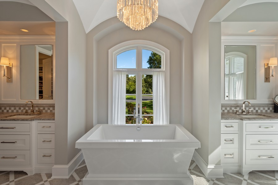Real Estate Photography - 84 Dundee Ln, Barrington Hills, IL, 60010 - Master Bath Soaking Tub