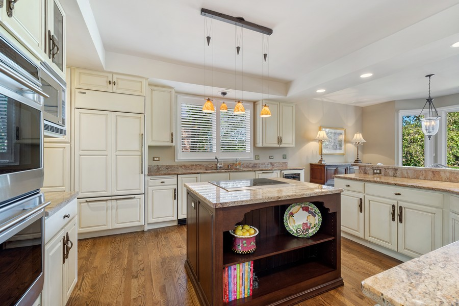 Real Estate Photography - 9 Lakeside Ln, North Barrington, IL, 60010 - Kitchen