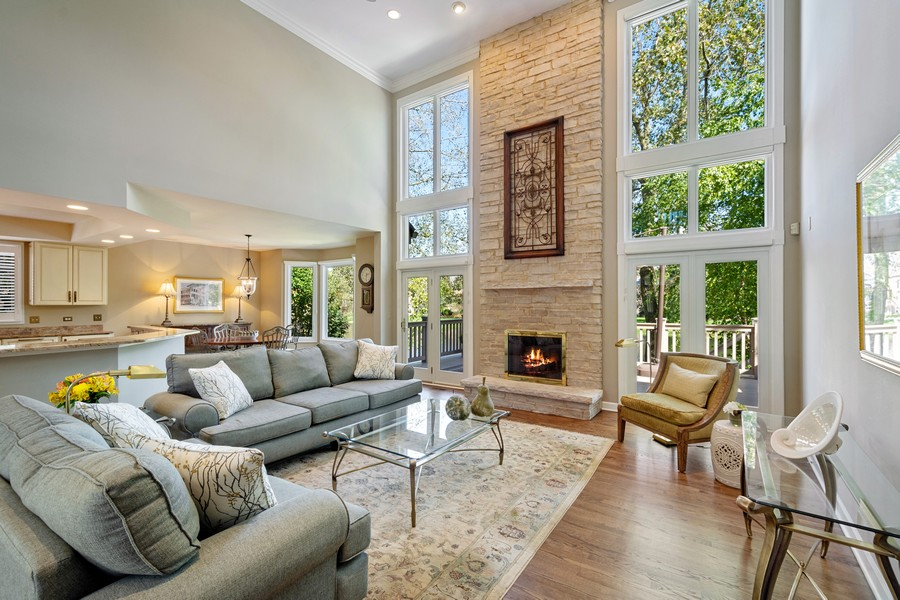 Real Estate Photography - 9 Lakeside Ln, North Barrington, IL, 60010 - Great room