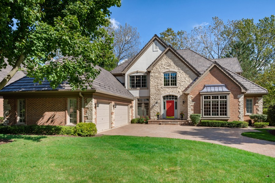 Real Estate Photography - 9 Lakeside Ln, North Barrington, IL, 60010 - Front View