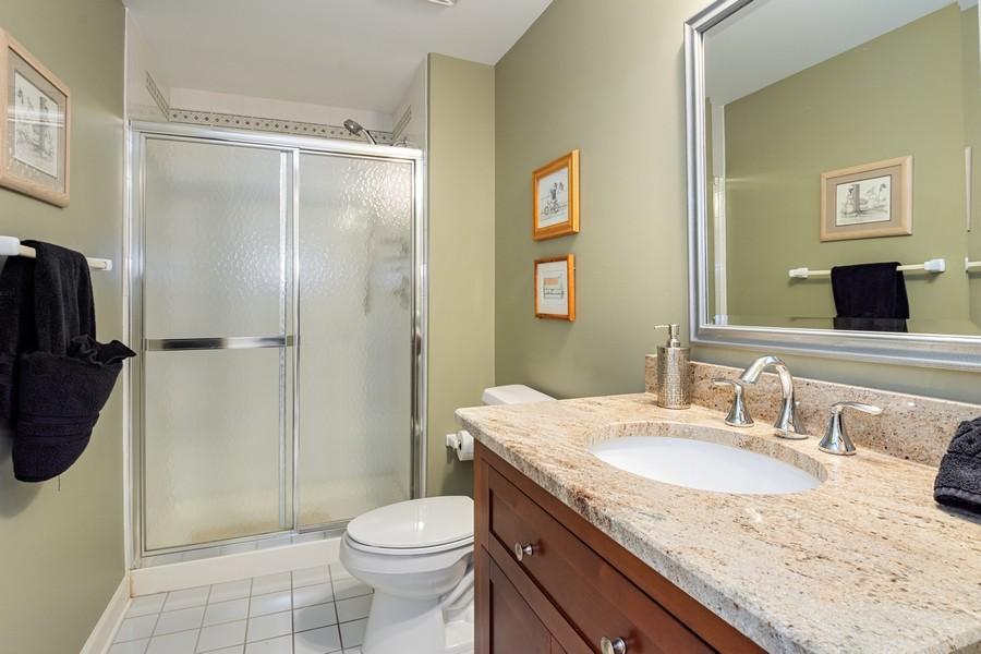 Real Estate Photography - 9 Lakeside Ln, North Barrington, IL, 60010 - Bathroom