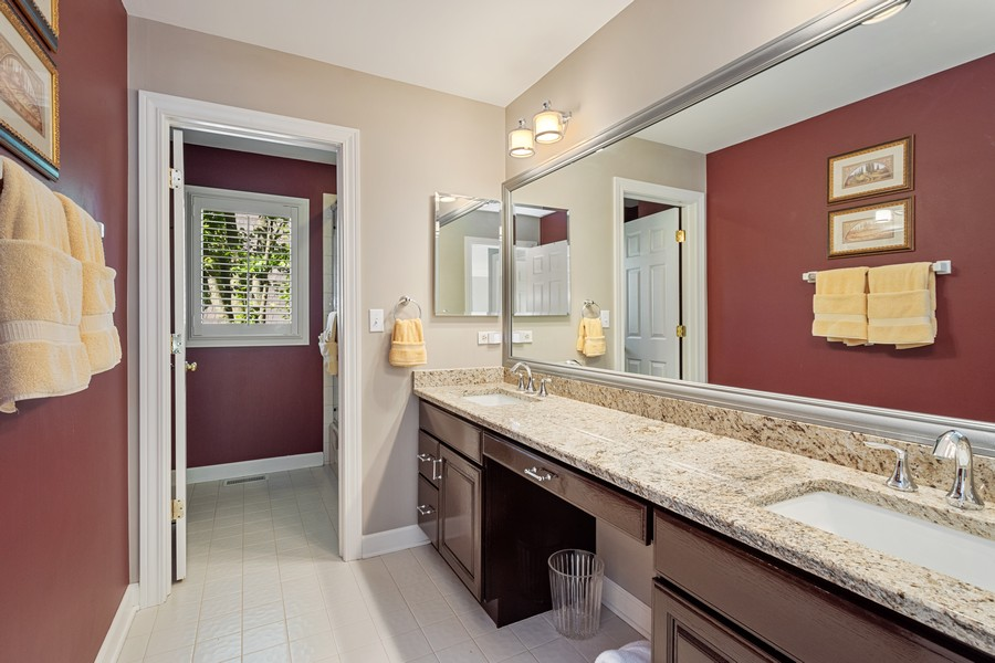 Real Estate Photography - 9 Lakeside Ln, North Barrington, IL, 60010 - 2nd Bathroom