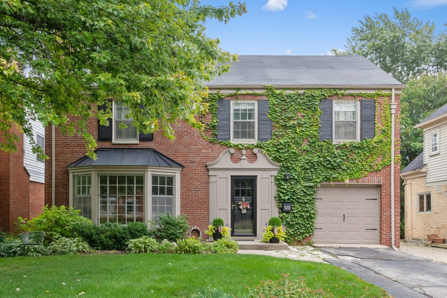 Real Estate Photography - 631 S Belmont, Arlington Heights, IL, 60005 - Front View