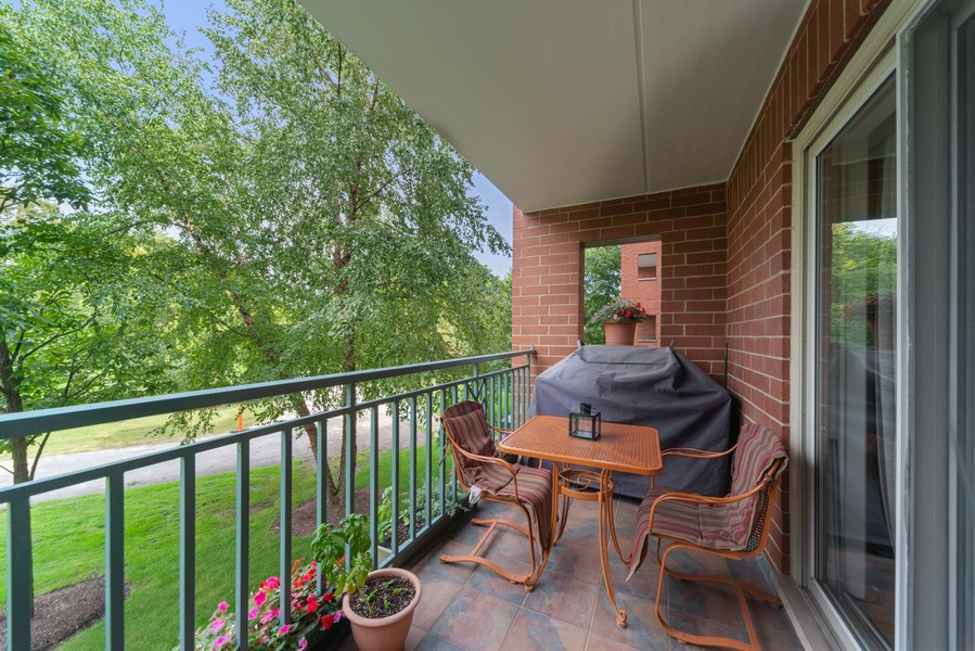 Real Estate Photography - 3940 W Bryn Mawr, #204, Chicago, IL, 60659 - Terrace