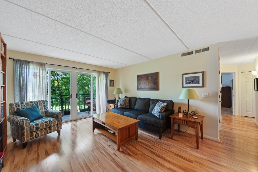 Real Estate Photography - 3940 W Bryn Mawr, #204, Chicago, IL, 60659 - Living Room
