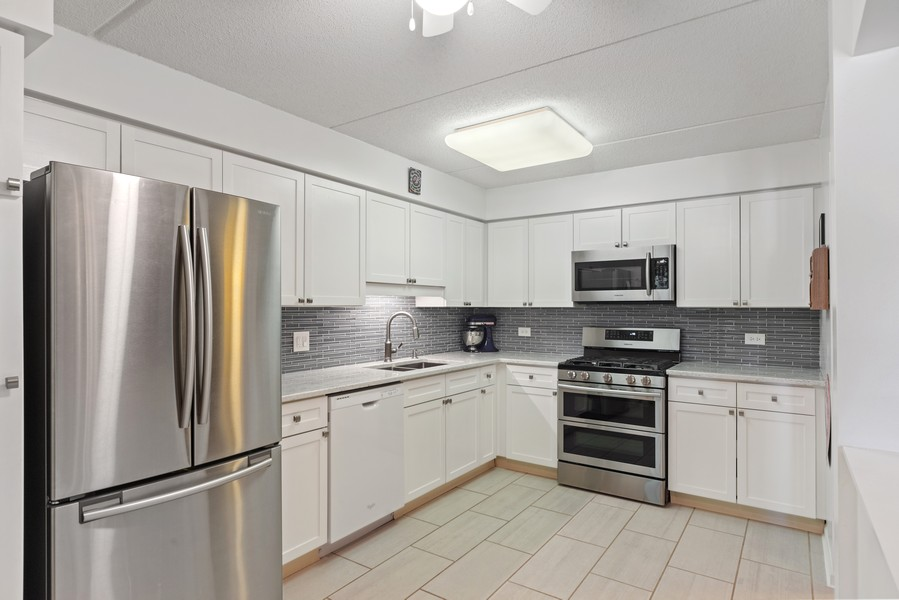 Real Estate Photography - 3940 W Bryn Mawr, #204, Chicago, IL, 60659 - Kitchen