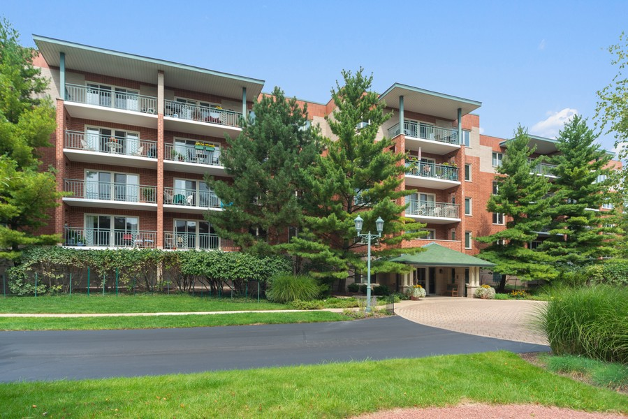 Real Estate Photography - 3940 W Bryn Mawr, #204, Chicago, IL, 60659 - Front View