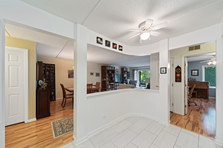 Real Estate Photography - 3940 W Bryn Mawr, #204, Chicago, IL, 60659 - Breakfast Nook