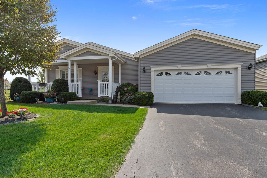 Real Estate Photography - 319 Legacy, Grayslake, IL, 60030 - Front View