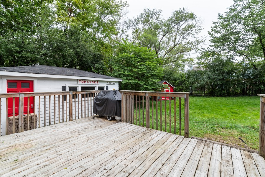 Real Estate Photography - 3504 Meadow Lane, Glenview, IL, 60025 - Deck