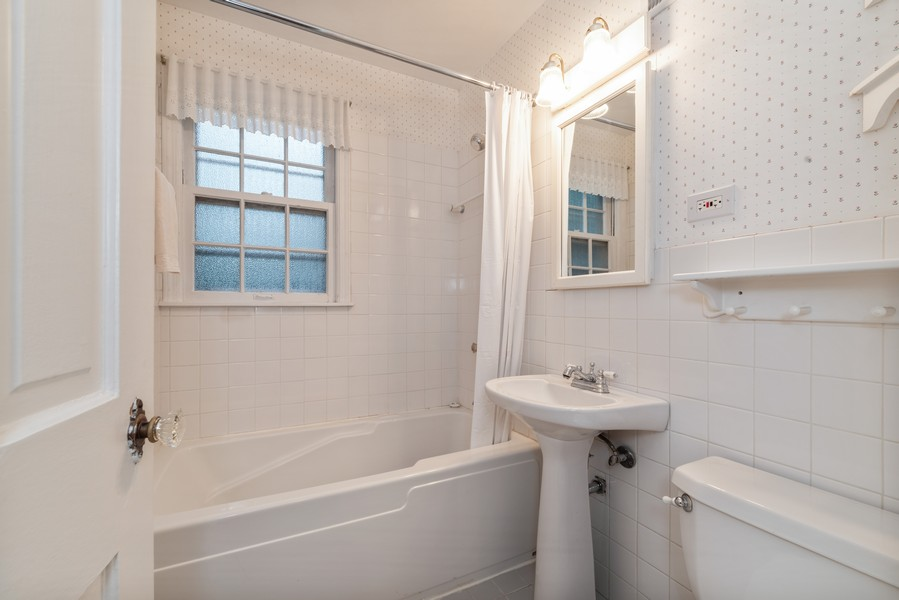 Real Estate Photography - 3504 Meadow Lane, Glenview, IL, 60025 - Bathroom