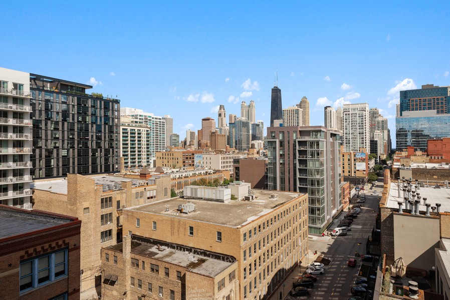 Real Estate Photography - 435 W Erie St, Unit 1102, Chicago, IL, 60654 - View