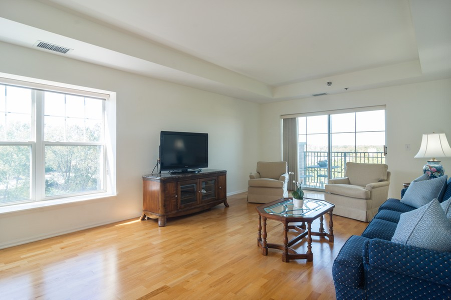Real Estate Photography - 440 W Mahogany #612, Palatine, IL, 60067 - Living Room