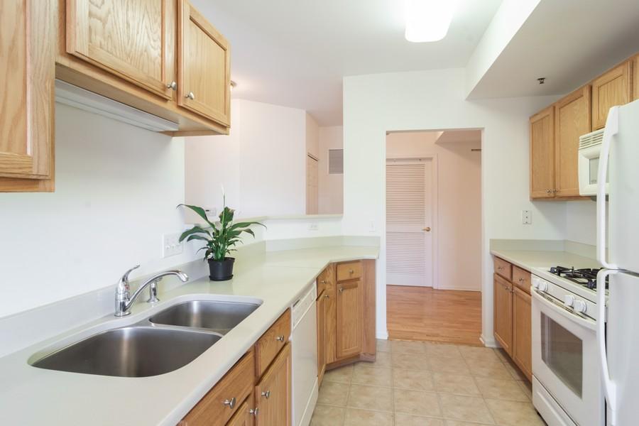 Real Estate Photography - 440 W Mahogany #612, Palatine, IL, 60067 - Kitchen