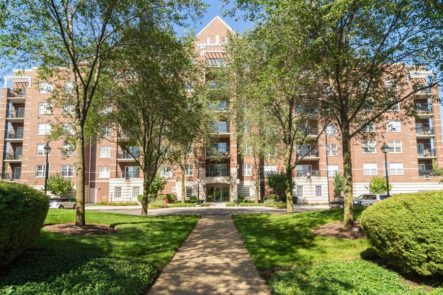Real Estate Photography - 440 W Mahogany #612, Palatine, IL, 60067 - Front View