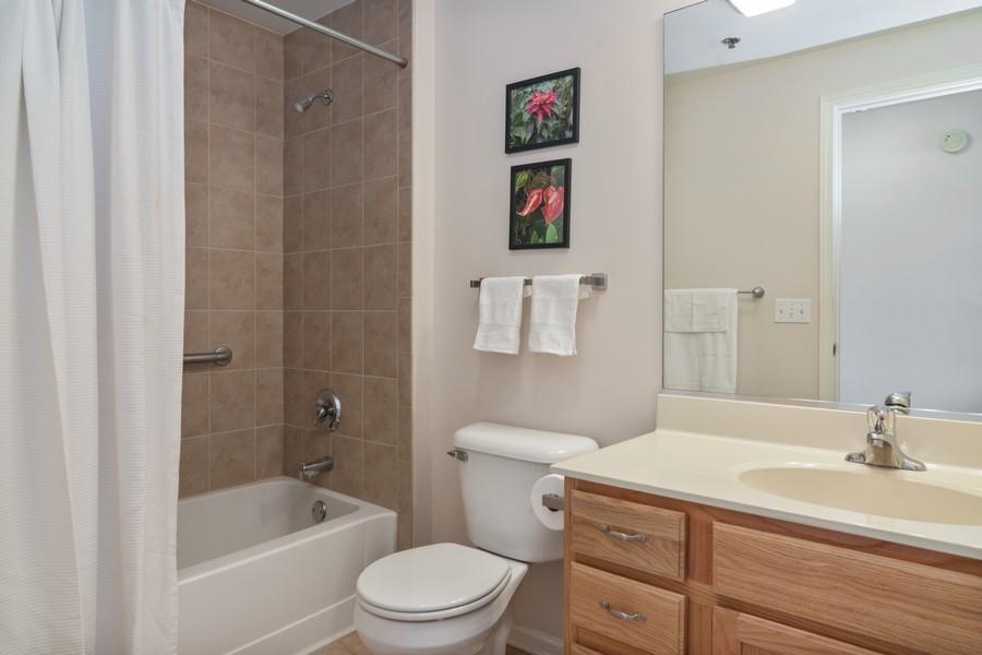 Real Estate Photography - 440 W Mahogany #612, Palatine, IL, 60067 - Bathroom