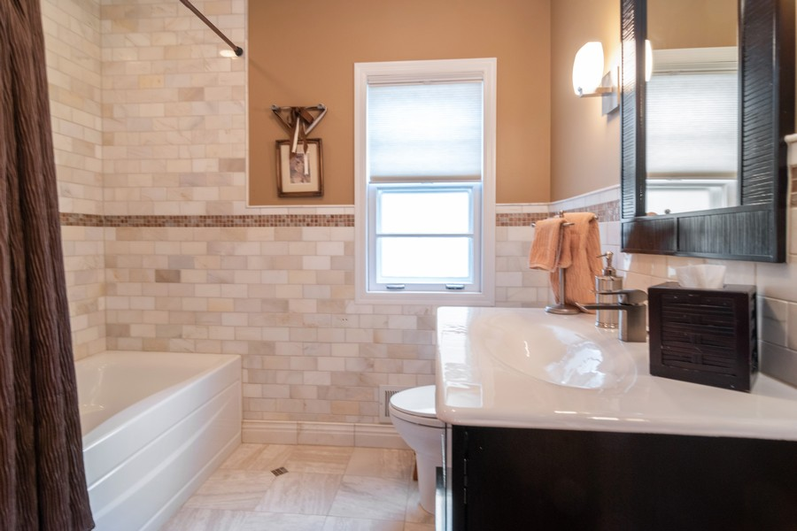 Real Estate Photography - 1338 Franklin Ave, River Forest, IL, 60305 - Bathroom