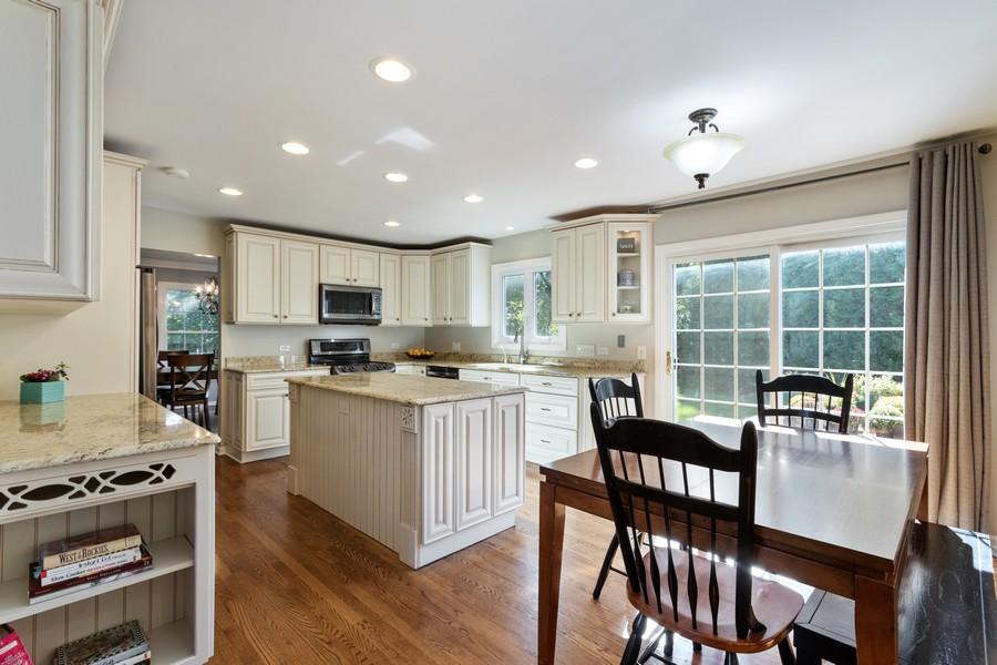 Real Estate Photography - 481 Paul Circle, Barrington, IL, 60010 - Kitchen / Breakfast Room