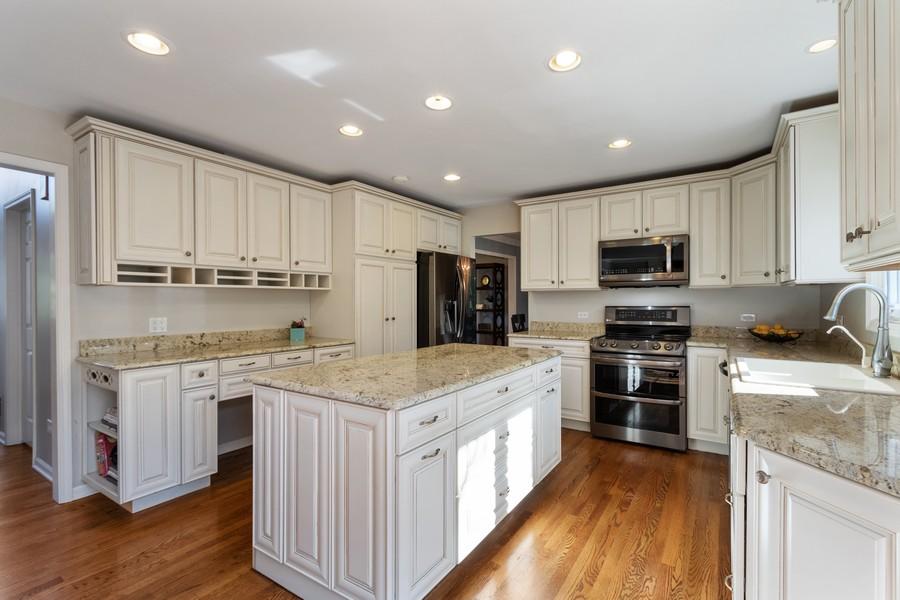Real Estate Photography - 481 Paul Circle, Barrington, IL, 60010 - Kitchen