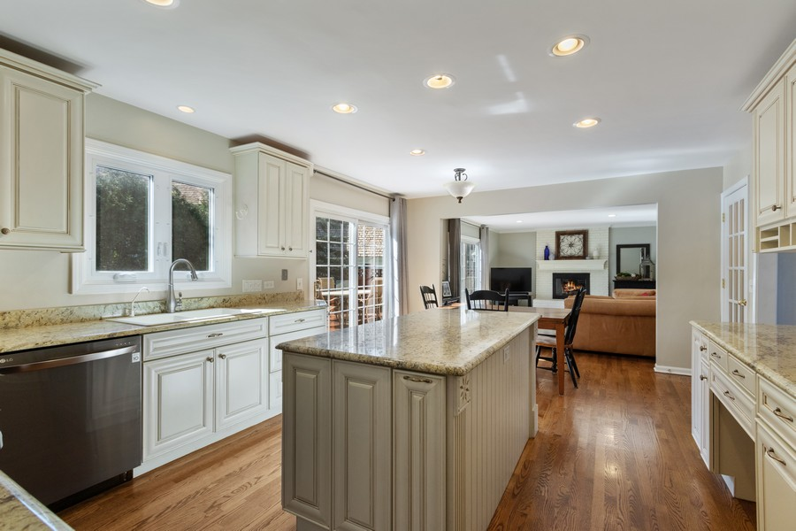 Real Estate Photography - 481 Paul Circle, Barrington, IL, 60010 - Family Room / Kitchen